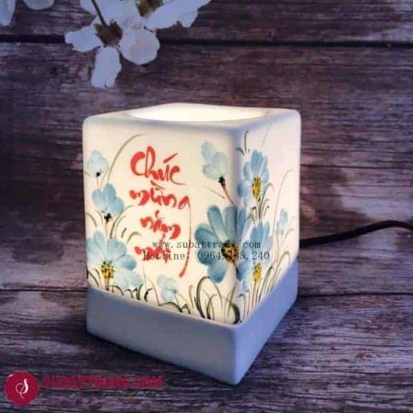 Đèn Xông Tinh Dầu Bằng Điện Chúc Mừng Năm Mới Dáng Vuông - 90035