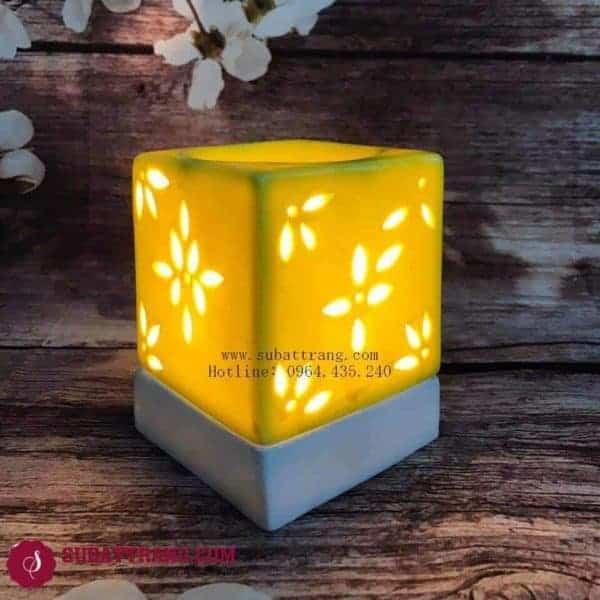 Đèn Xông Tinh Dầu Bằng Điện Khắc Hoa Vàng Dáng Vuông - 90051